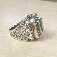 купить серебряное кольцо +с зеленым камнем